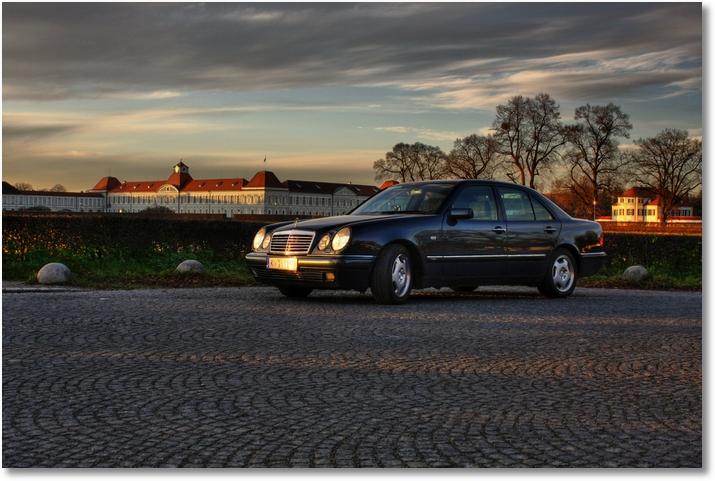 Mercedes W210 vor Nymphenburger Schloss
